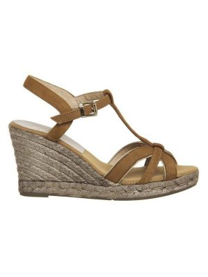 Kanna Wedge Sandal in Tan and Gold