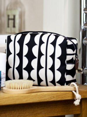 Brownstone Cosmetics Bag Giant Scallop Design