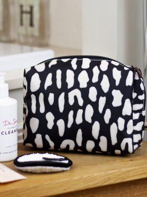 Brownstone Cosmetics Bag Rock Pool Design